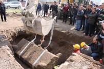 SÜLEYMAN KAMÇI - Kayseri'de bulunan Roma Dönemi'ne ait lahit açıldı