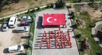 TEMİZLİK İŞÇİSİ - Kocaeli'de Bir Araya Gelen Belediye Temizlik İşçileri Bedenleri İle 'Afrin' Yazdılar