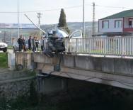 19 MAYıS - Pikap Köprü Korkuluğunda Asılı Kaldı Açıklaması 1 Yaralı
