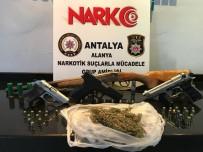 CIKCILLI - Polis Arama Yaptığı İşyerinde Cephanelik Ele Geçirdi