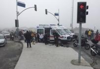 TRAFİK YOĞUNLUĞU - Silivri'de Sis Kazaları Beraberinde Getirdi Açıklaması 1 Ölü, 3 Yaralı