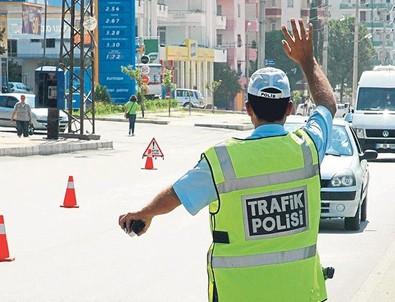 Trafikte bunu yaparken dikkat!