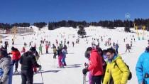 KAR KALINLIĞI - Uludağ'da Güneşli Havada Kayak Keyfi