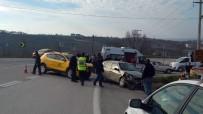 GÖKTEPE - Akçakoca'da Otomobil İle Taksi Çarpıştı Açıklaması 5 Yaralı