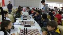 HÜSEYIN ÖNER - Burhaniye'de Satranç Turnuvası