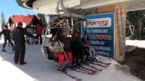 BATı KARADENIZ - Ilgaz'da Kayak Keyfi Sürüyor