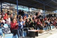 EMEKÇİ KADINLAR - Şırnaklı Kadınlar İlk Kez Stadyumda Maç İzledi