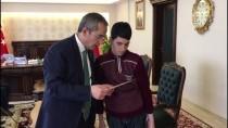 DENIZ PIŞKIN - Bakan Bak'tan Murat Sökük'e Anlamlı Hediye