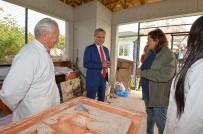 YEREL YÖNETİM - Başkan Uysal, Heykel Atölyesini Ziyaret Etti