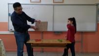SINIF ÖĞRETMENİ - Bu Okulda Öğrenciler Zeka Oyunları İle Öğreniyorlar
