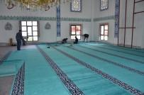 KARAGEDIK - Büyükşehir Belediyesi Cami Halılarını Yeniliyor