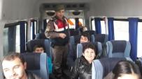 OKUL SERVİSİ - Çivril'de Okul Servis Araçları Jandarma Tarafından Denetlendi