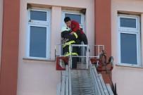 İTFAİYE MÜDÜRÜ - Lisede Yangın Alarmı,  Öğrenciler Yangınla Mücadeleyi Öğrendiler