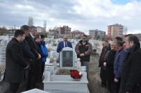 KARS VALİLİĞİ - Merhum Gazeteci Öner Daşdelen Mezarı Başında Anıldı