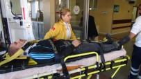 MOTOSİKLET SÜRÜCÜSÜ - Motosiklet Hafif Ticari Araca Çarptı Açıklaması 1 Yaralı
