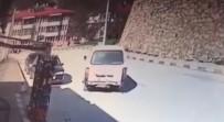 Motosiklet İle Minibüsün Çarpışması Kameraya Yansıdı