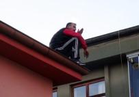 Polisten Kaçan Hırsız Çatıya Çıkarak İntihar Girişimde Bulundu