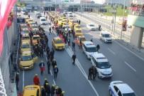 İSTANBUL TAKSİCİLER ESNAF ODASI - Taksicilerden İstanbul Adliyesi Önünde 'Uber' Eylemi