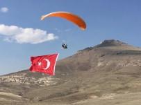 YAMAÇ PARAŞÜTÜ - Yamaç Paraşütüyle Açılan En Büyük Bayrak