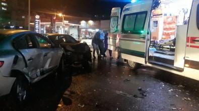 2 Otomobil Çarpıştı Açıklaması 1'İ Çocuk 6 Yaralı