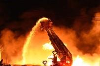 ÇANAKKALE BELEDİYESİ - Çanakkale'de Sebze Halinde Yangın Söndürme Çalışmaları Devam Ediyor