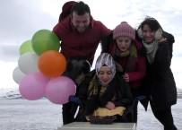 ÇıLDıR GÖLÜ - Donmuş Gölde Doğum Günü Kutlaması