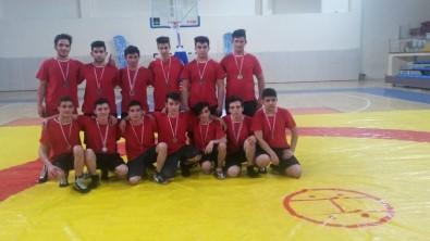 Eğirdir Nafiz Yürekli Mesleki Ve Teknik Anadolu Lisesi Güreş Takımı, Bölge Müsabakalarına Hazırlanıyor
