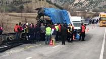 HITIT ÜNIVERSITESI - GÜNCELLEME 3 - Çorum'da Tıra Çarpan Yolcu Otobüsü Alev Aldı