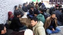BANGLADEŞ - Kar Ve Tipide Mahsur Kalan Kaçakları Mehmetçik Kurtardı