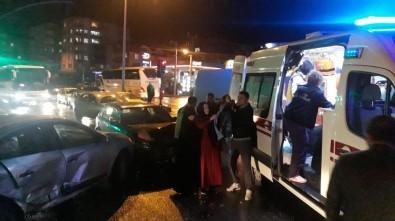 Kocaeli'de 2 Otomobil Çarpıştı Açıklaması 1'İ Çocuk 6 Yaralı