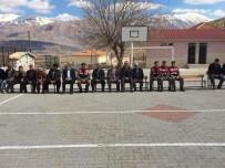 KARAKOL KOMUTANI - Korkuteli'de Öğrencilerden Mehmetçik Vakfı'na Bağış