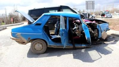 Kütahya'da Minibüs İle Otomobil Çarpıştı Açıklaması 2 Ölü, 2 Yaralı