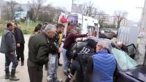 MEHMET ÖZER - Otomobilde Sıkışan Sürücüyü İtfaiye Ekipleri Kurtardı
