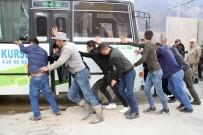 SÜRÜCÜ KURSU - Şemdinli'de Trafik Kazası Açıklaması 2 Yaralı