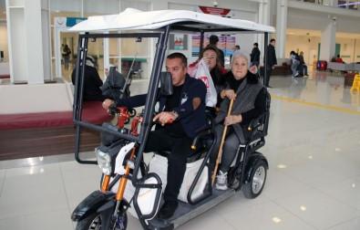 Yaşlı Ve Engelli Hastalara Golf Araçlı Hizmet