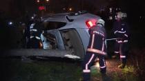 ANKARA HALK EKMEK FABRİKASI - Başkente Otomobil Refüje Ve Ağaçlara Çarptı Açıklaması 2 Yaralı