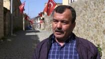 SAĞ VE SOL - Evlerinden Türk Bayrakları İnmiyor