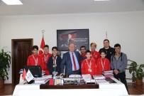 MEHMET GÜLER - Genç Sporculardan Başkan Özakcan'a Ziyaret
