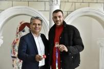 BOKS ELDİVENİ - Madalya Sevincini Başkan Uysal'la Paylaştı