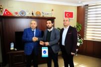 PEYAMİ BATTAL - Rektör Battal'dan Burs Kampanyasına Destek Veren Bağışçılara Hediye