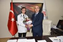TIP ÖĞRENCİSİ - Tıp Öğrencisi Dekanlık Koltuğuna Oturdu