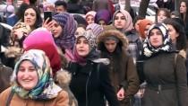 BISMILLAH - Üniversitelilerden Mehmetçiğe Destek Yürüyüşü