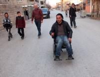 TEKERLEKLİ SANDALYE - Vanlı Amcan'dan Engelli Vatandaşa Akülü Araç