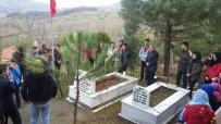 ÇAYDEĞIRMENI - Asker Ve Öğrencilerden Şehidin Mezarına Anlamlı Ziyaret