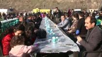 YUMURTA - Çukurca'da Polis Vatandaşla 'El Ele'
