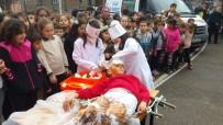 TATBIKAT - Deprem Tatbikatında Minik Öğrencilerin Rolleri İzleyenlerden Beğeni Aldı