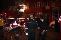 SAĞLIK EKİBİ - Fatih'te Yangın Açıklaması Mahsur Kalanlar Pencereden Atladı