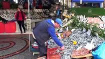BALIK PAZARI - Fiyatlar Düştü Balık Tezgahları Alıcıları Bekliyor
