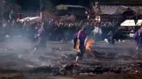 YALıNAYAK - Japonya'da Budist Rahipler Kor Ateş Üzerinde Yürüdü