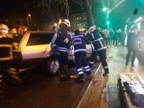 FAHRI ÇAKıR - Otomobil, Yol Kenarındaki Ağaca Çarparak Durabildi Açıklaması 3 Yaralı